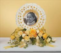Daisy Wreath Photo Memorial by Cremation Funeral Flowers.com